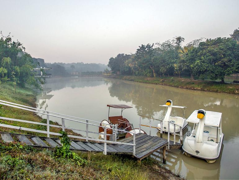 boating-natural-lake